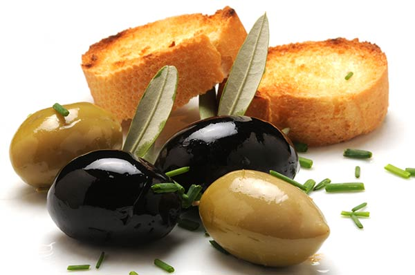 CROSTINI (SLICES OF TOASTED BREAD) WITH OLIVE TAPENADE